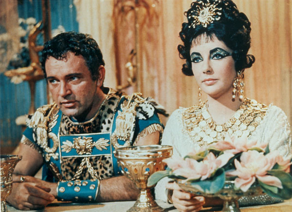 Elizabeth-Taylor-as-Cleopatra-and-Mark-Anthony