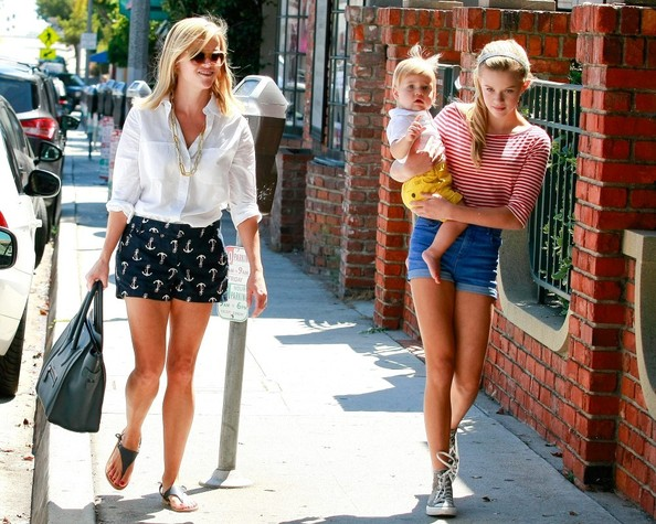 Reese+Witherspoon+and+kids+tnATXJmu3jRl